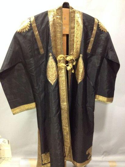 Manteau de forme caftan en brocart de Varanasi,...