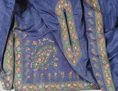 Manteau caftan en soie moirée brodé, Inde...