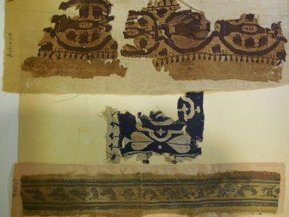 Lot de quatre fragments de galons Coptes,...