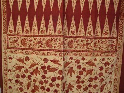 Pagne en soie brochée, Laos, et batik imprimé...