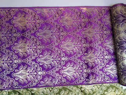 Métrage de brocart violet et or de style...