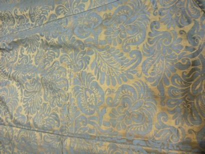 Tenture en damas bicolore bleu et or, Italie,...