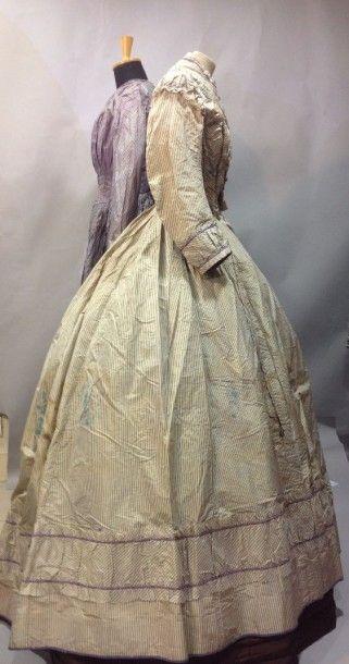 Deux robes de jour en soie, vers 1859. Taffetas...