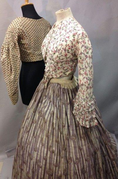 Deux petits corsages et jupe en toile imprimée...