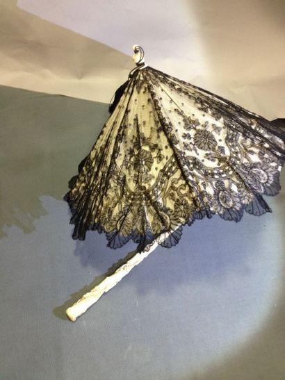 Ombrelle Marquise articulée, époque Second...