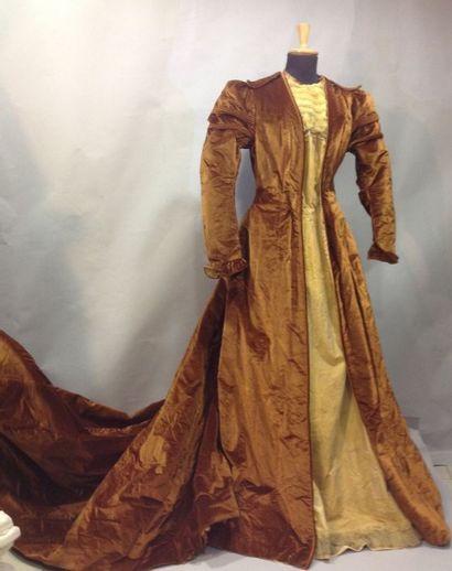 Robe du soir «historicisante», vers 1890....