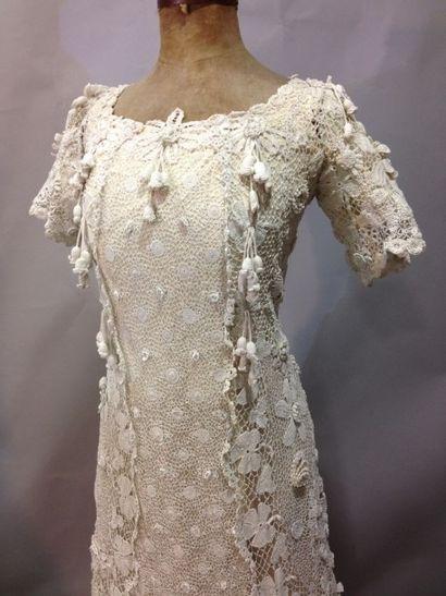 Somptueuse robe en dentelle d'Irlande, vers...