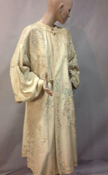 Manteau du soir chinoisant, vers 1905. Satin...