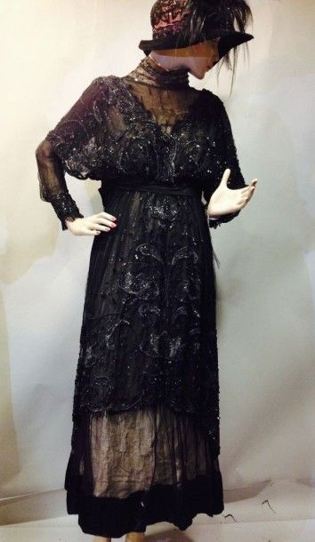 Robe du soir, vers 1907. Robe manches longues...