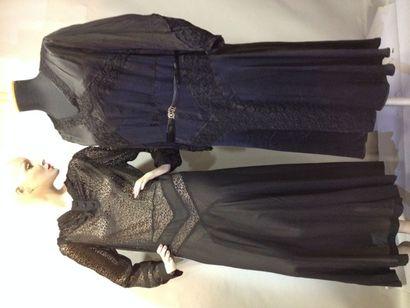 Deux robes d'après-midi en dentelles, vers...