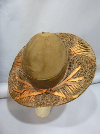 Chapeau capeline en rubans de soie tressée,...