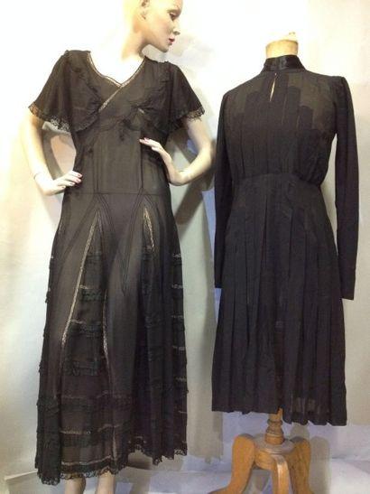 Deux robes de jour noires, vers 1930-1940....