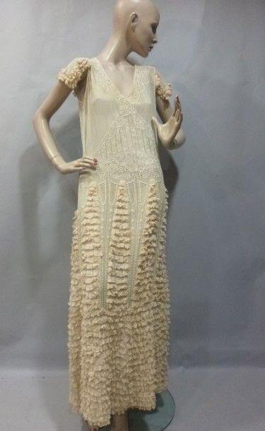 Robe de jour «gitane», vers 1930. Linon ivoire...