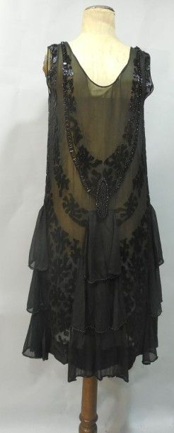 Robe du soir perlée, anonyme, vers 1925.