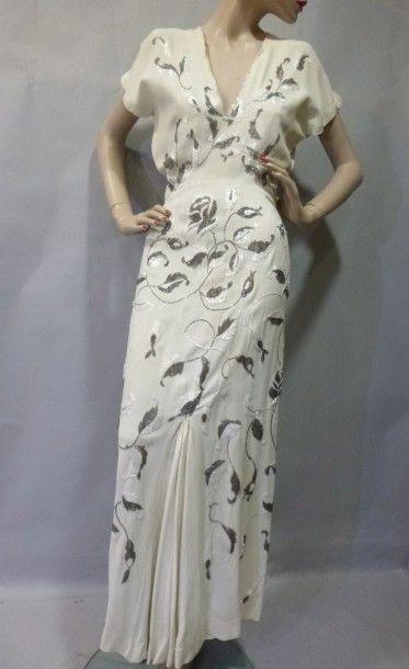 Robe du soir, haute couture, vers 1935. Crêpe...