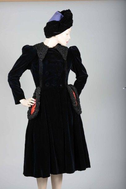Rare manteau-robe, Jean PATOU, hiver 1942-1943.Lainage...
