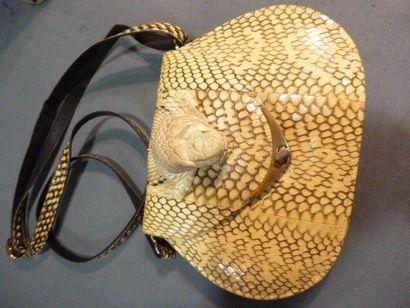 Beau sac en peau blonde de lézard, vers 1935....