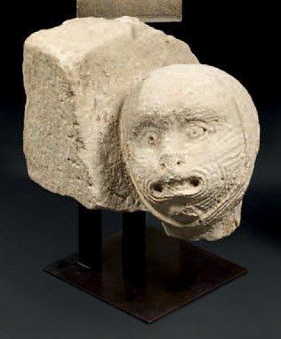 Rare Corbeau d'angle en pierre sculptée....