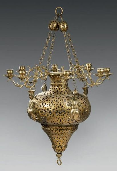 Grand lustre décoratif en cuivre doré gravé...