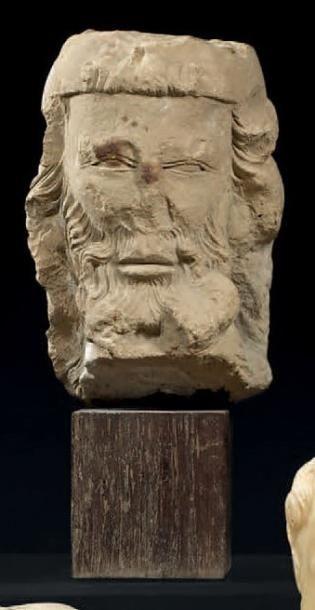 Rare tête d'homme barbu en pierre sculptée....