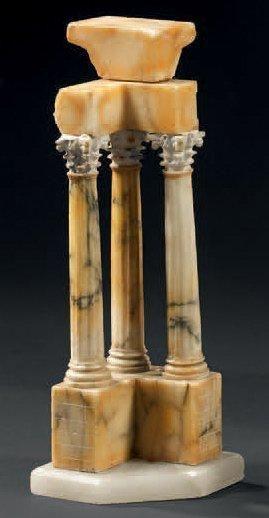 Réduction en albâtre et marbre jaune de Sienne...
