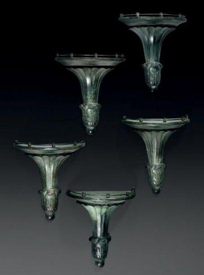 Suite de cinq consoles d'appliques en bronze...