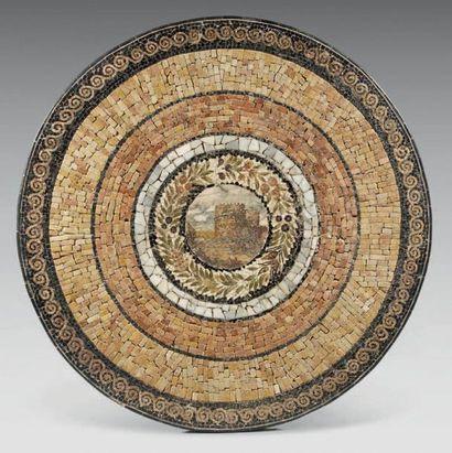 Plateau circulaire en mosaïque de marbre...