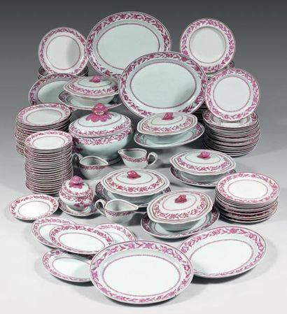 CHINE COMPAGNIE des INDES - Epoque QIANLONG (1736-1795) Service en porcelaine décoré...
