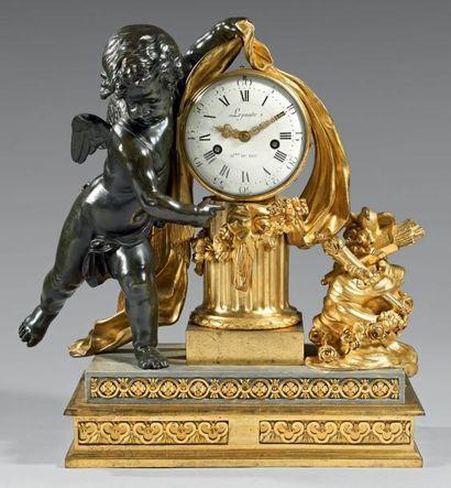 Importante pendule en bronze très finement...