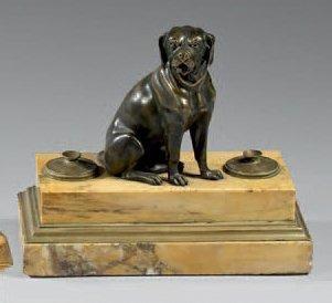 Encrier en bronze patiné et doré, et marbre...