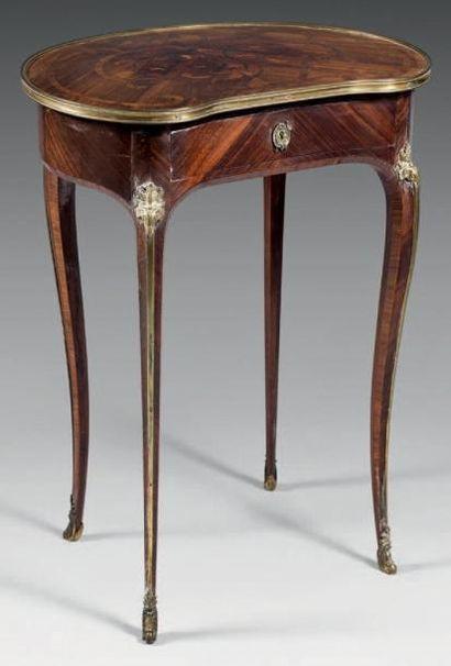 Table de salon de forme rognon en bois de...