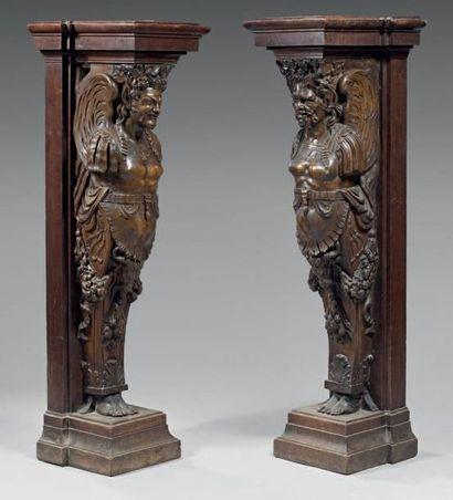 Paire de termes en bois sculpté figurant...