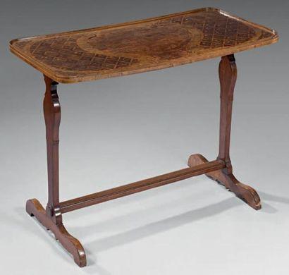 Table volante formant table de salle à manger...