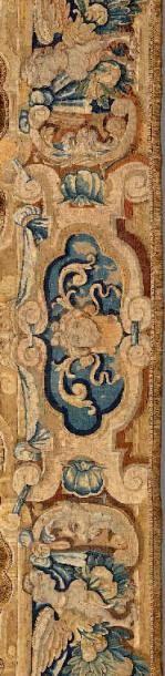 Bandeau de tapisserie constitué d'une bordure à décor de grotesques: masques de...