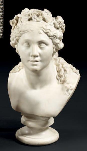 Buste en marbre sculpté. «Allégorie de l'été» sous les traits d'une jeune femme....
