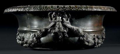 Grande vasque décorative en bronze, à décor...