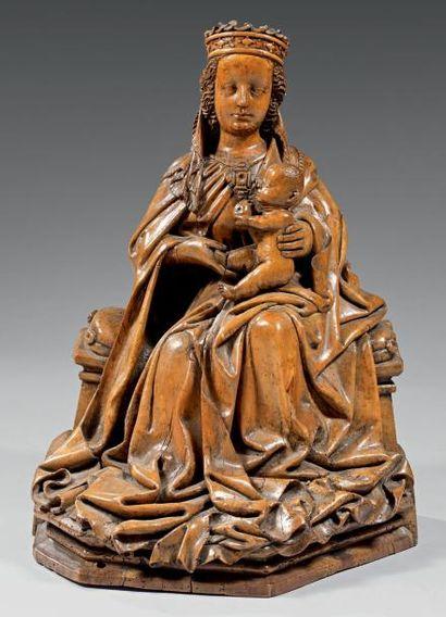 Groupe en tilleul sculpté figurant une Vierge...