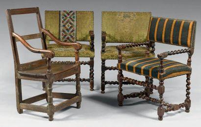 Ensemble de quatre fauteuils comprenant une...
