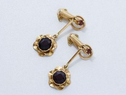 Paire de pendants d'oreilles en or 18 K à...