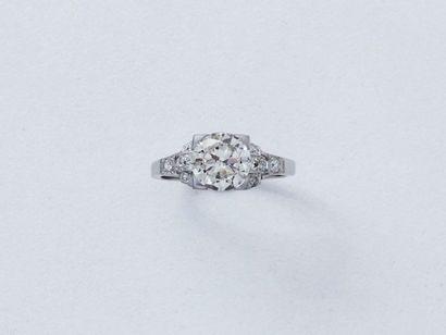 Bague en platine, ornée d'un diamant taille...