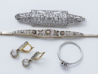 Ensemble en or 18 K et platine orné de diamants...