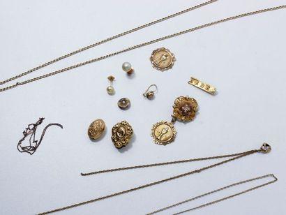 Lot de débris d'or 18 K composé d'une paire...