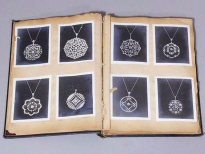 Album contenant des photos de bijoux des...