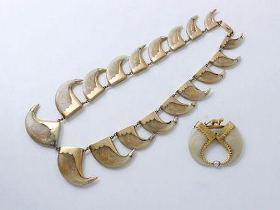 Important collier en or 14 K, composé d'une...