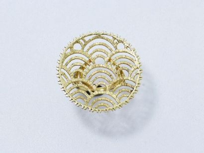 Bague en or 18 K guilloché, ornée d'un motif...