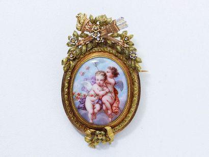 Broche pendentif 3 ors 18 K, ornée d'un médaillon...