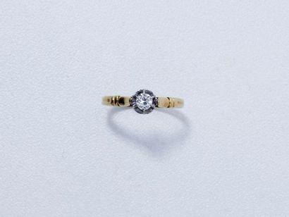 Bague solitaire en or 18 K ornée d'un diamant...