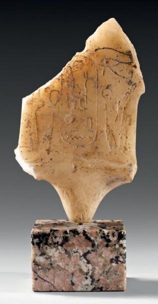 Emblème posé sur une fleur de papyrus et...