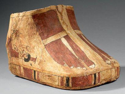 Cartonnage de momie peint de deux pieds portant...