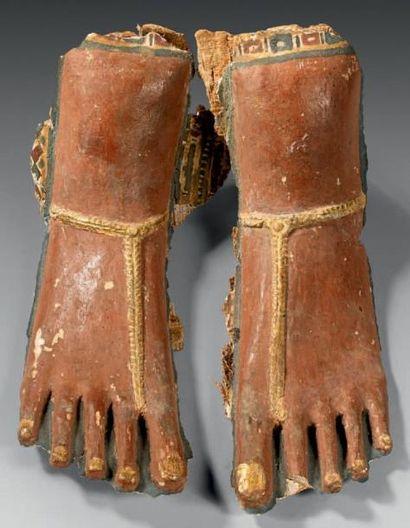 Paire de pieds provenant d'un cartonnage...